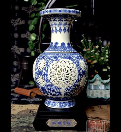 采用手工雕花,工艺细致,做工精细,表面绘以传统图案,寓意富贵吉祥,加